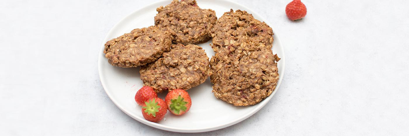 Strawberry oat breakfast cookies